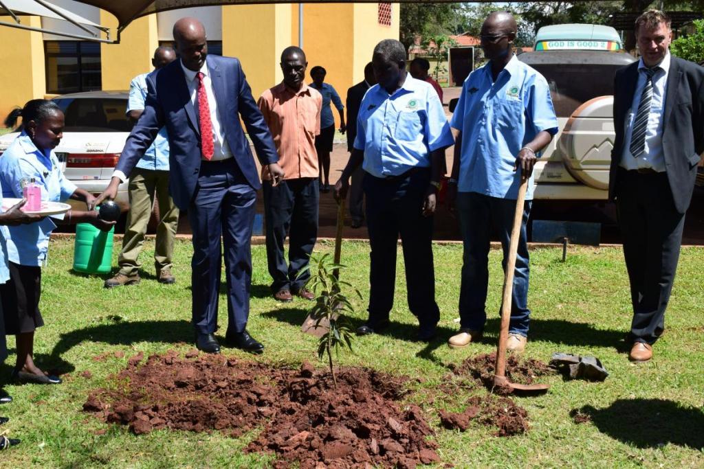 EAC Secretary General planting a memorial tree infront of LVFO Secretariat building